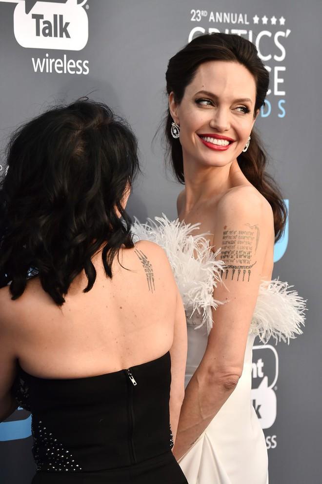 Loạt ảnh chứng minh ở tuổi 42, Angelina Jolie vẫn là báu vật nhan sắc của nước Mỹ không ai bì được - Ảnh 16.