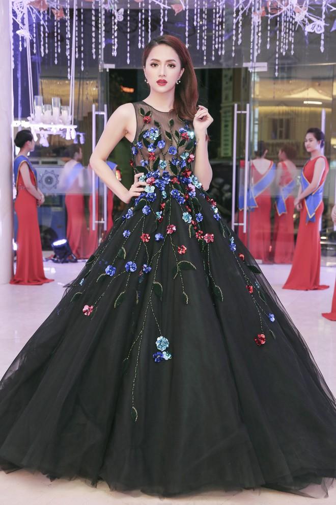 Nhìn vào loạt váy lộng lẫy này của Hương Giang Idol, biết đâu lại thấy tiềm năng một Hoa hậu? - Ảnh 3.