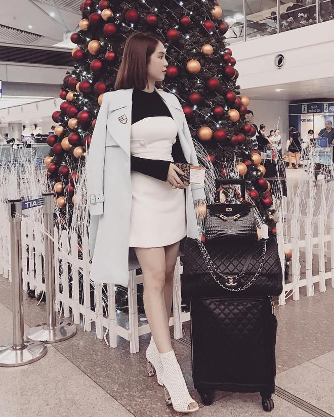 Có ai chịu chơi như Ngọc Trinh, sắm thêm vali Chanel cả trăm triệu dù đã có sẵn, chỉ khác màu - Ảnh 3.