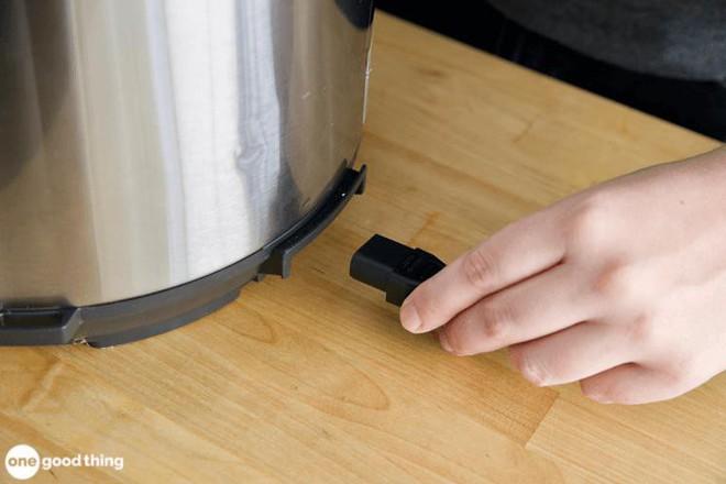 """Mẹo làm sạch hiệu quả lại còn giúp kéo dài """"tuổi thọ"""" của nồi áp suất điện - Ảnh 4."""