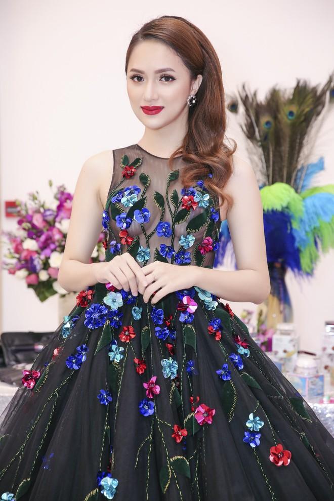Nhìn vào loạt váy lộng lẫy này của Hương Giang Idol, biết đâu lại thấy tiềm năng một Hoa hậu? - Ảnh 4.
