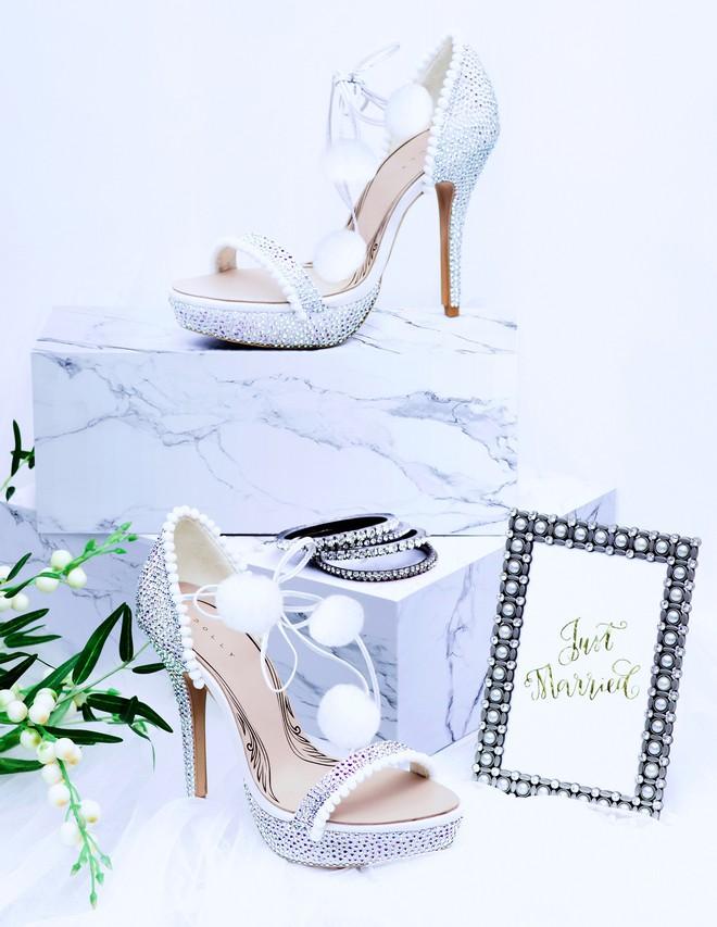 Những mẫu giày trắng chỉ cần ngắm thôi đã thấy yêu rồi - Ảnh 4.