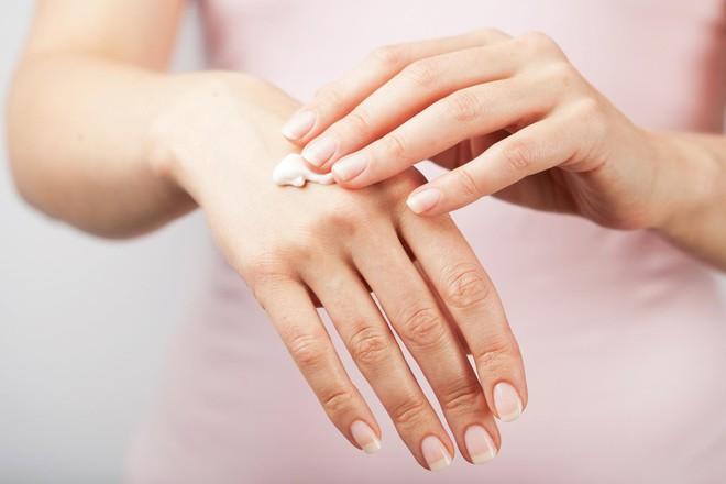 Muốn da luôn mịn màng, căng bóng trong những ngày lạnh thì nên tuân thủ 7 nguyên tắc sau - Ảnh 4.