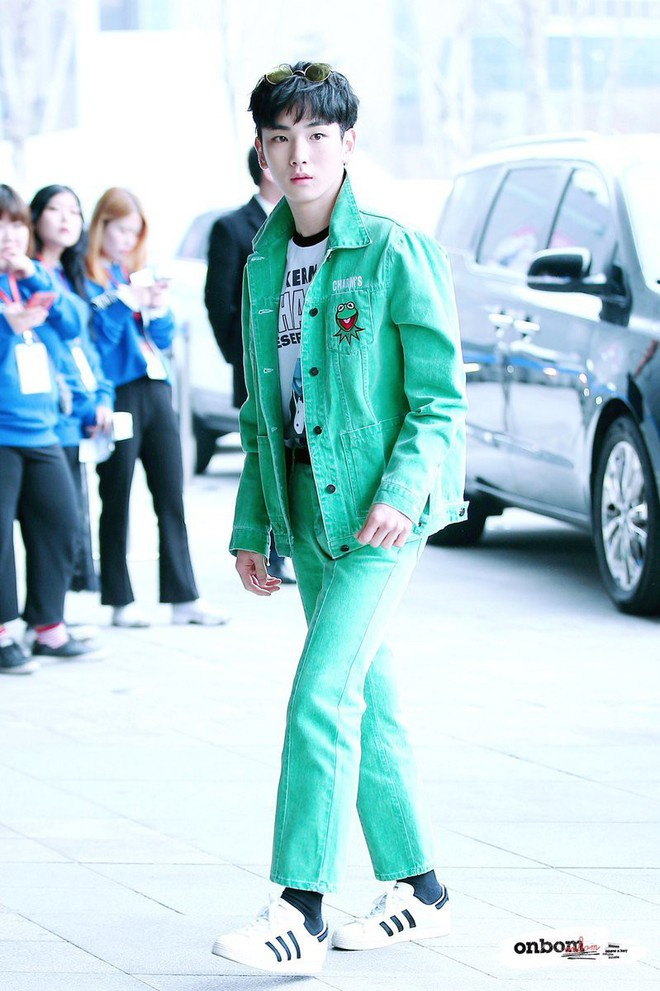 Không chỉ có scandal, các sao Hàn còn có 11 cột mốc thời trang đáng nhớ trong suốt năm qua - Ảnh 6.