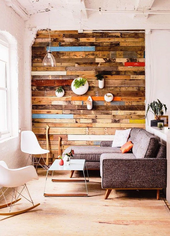 Độc đáo, lạ mắt lại vô cùng ấm áp ngay khi nhìn thấy: 10 phòng khách với thiết kế bức tường gỗ này sẽ chinh phục bạn - Ảnh 6.