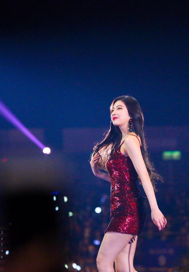 Không chỉ có scandal, các sao Hàn còn có 11 cột mốc thời trang đáng nhớ trong suốt năm qua - Ảnh 8.