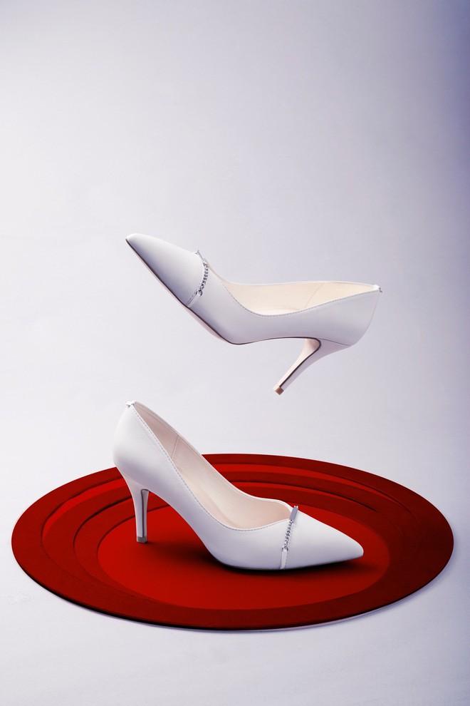 Những mẫu giày trắng chỉ cần ngắm thôi đã thấy yêu rồi - Ảnh 8.