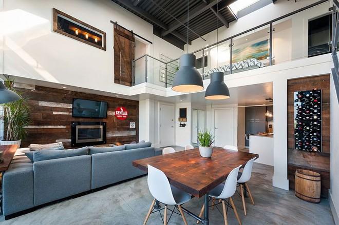 Độc đáo, lạ mắt lại vô cùng ấm áp ngay khi nhìn thấy: 10 phòng khách với thiết kế bức tường gỗ này sẽ chinh phục bạn - Ảnh 8.