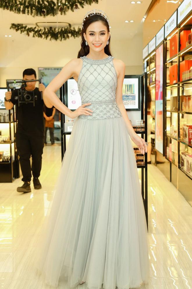 Kể từ khi đăng quang, từ Hoa hậu HHen Niê cho đến 2 Á hậu Hoàn vũ cứ mải miết dùng lại đồ cũ - Ảnh 9.