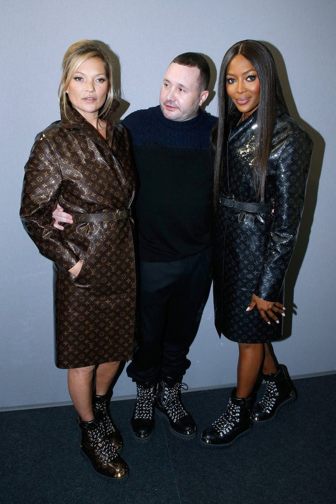 Dắt díu nhau dự show Louis Vuitton, Victoria Beckham trông cool ngầu chẳng kém chồng và con trai - Ảnh 9.