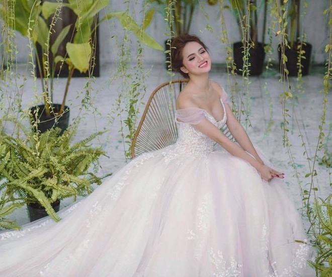 Nhìn vào loạt váy lộng lẫy này của Hương Giang Idol, biết đâu lại thấy tiềm năng một Hoa hậu? - Ảnh 10.