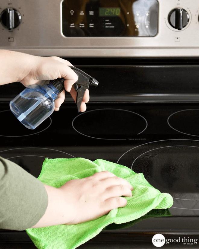 Làm sạch bếp từ chưa bao giờ nhanh gọn, tiện lợi đến thế với nguyên liệu có sẵn trong nhà bếp - Ảnh 10.