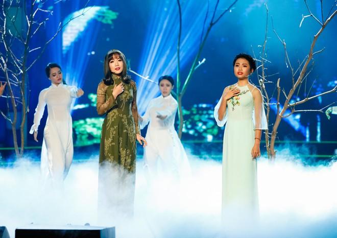 Hà Thu - Nam Em diện áo dài rực rỡ, khoe giọng ngọt ngào khi hát Bolero - Ảnh 12.