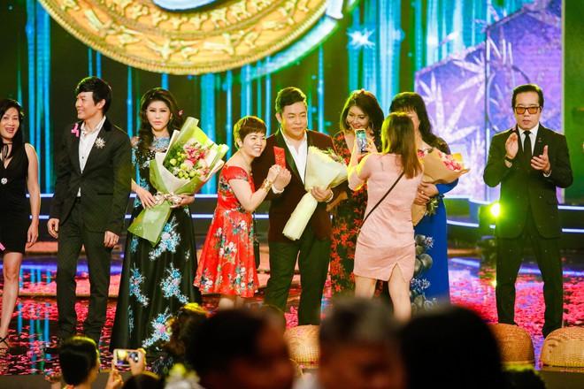 Hà Thu - Nam Em diện áo dài rực rỡ, khoe giọng ngọt ngào khi hát Bolero - Ảnh 2.