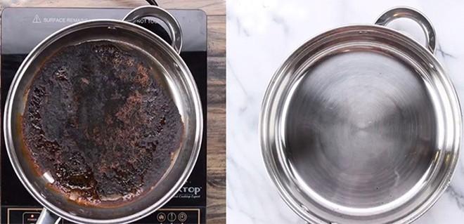 Nồi, chảo cháy đen thui thế này, chỉ cần rắc muối vào, 10 phút sau chảo sạch bất ngờ - ảnh 3