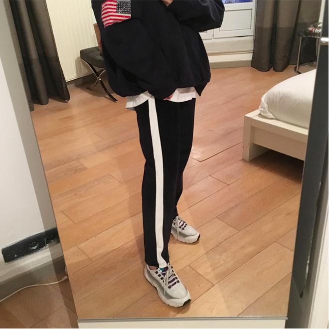 Các nàng sẽ mặc gì nếu một ngày thấy chán quần jeans? - Ảnh 1.