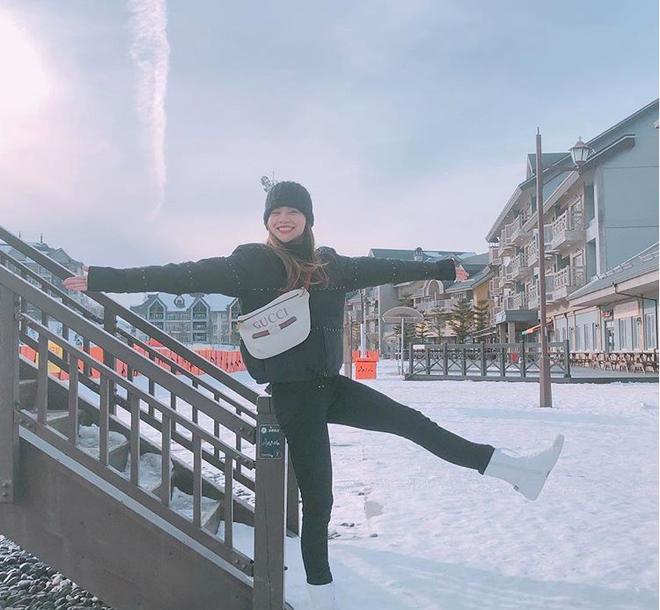 Phạm Hương khoe chân dài bất tận, Kỳ Duyên diện phụ kiện hàng hiệu chất lừ trong street style tuần này - Ảnh 6.