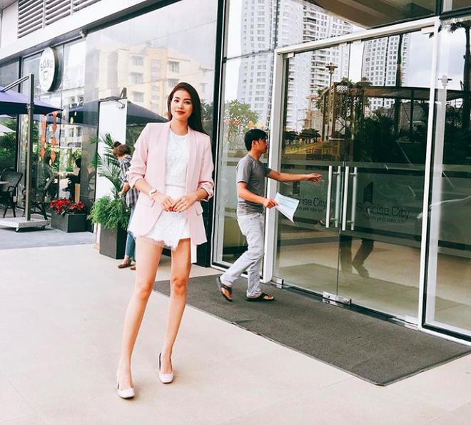 Phạm Hương khoe chân dài bất tận, Kỳ Duyên diện phụ kiện hàng hiệu chất lừ trong street style tuần này - Ảnh 2.