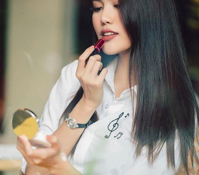 Cần gì thử nghiệm kiểu tóc mới, các người đẹp Vbiz này chỉ cần để tóc thẳng suôn dài là đẹp đến ngẩn ngơ rồi - Ảnh 19.