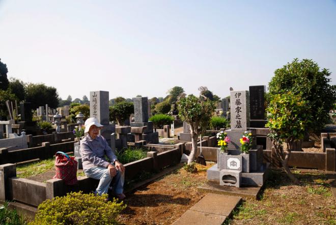 Trẻ sống 1 mình, già chết không ai nhận: Thực tế đau lòng tại Nhật Bản, một trong những quốc gia có dân số già nhất thế giới - Ảnh 3.