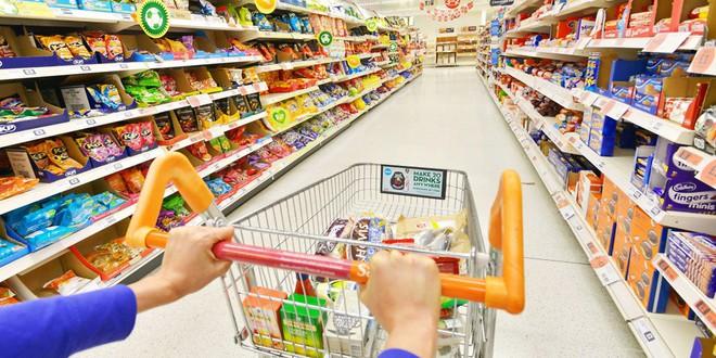 Sắp tết rồi, chị em đi mua sắm mà không nắm được các mánh khóe này của các siêu thị thì xác định là tiêu cả núi tiền - Ảnh 1.
