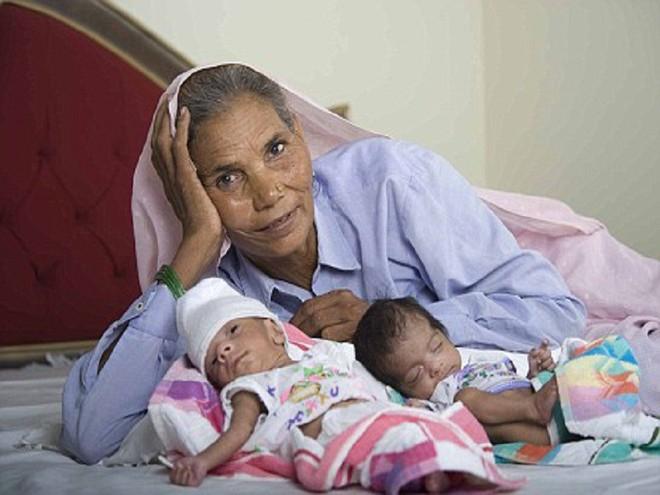 Đã có 2 con, 5 cháu, cụ bà 70 tuổi này vẫn có thể mang thai và sinh 1 cặp song sinh - Ảnh 4.