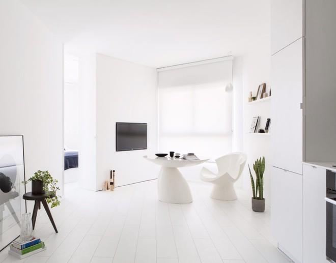 Căn hộ nhỏ hẹp 42m² nhìn rộng thênh thang nhờ sử dụng gam màu trắng tinh khôi - Ảnh 1.