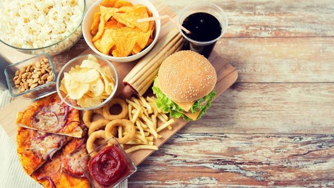 7 thói quen ăn uống này sẽ khiến bạn già nhanh đến chóng mặt - Ảnh 4.