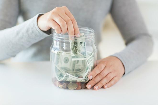 Bắt đầu bằng 30.000 đồng vào chủ nhật, mỗi ngày chỉ cần tiết kiệm thêm chừng này tiền, năm sau bạn có hơn 20 triệu sắm Tết - Ảnh 1.