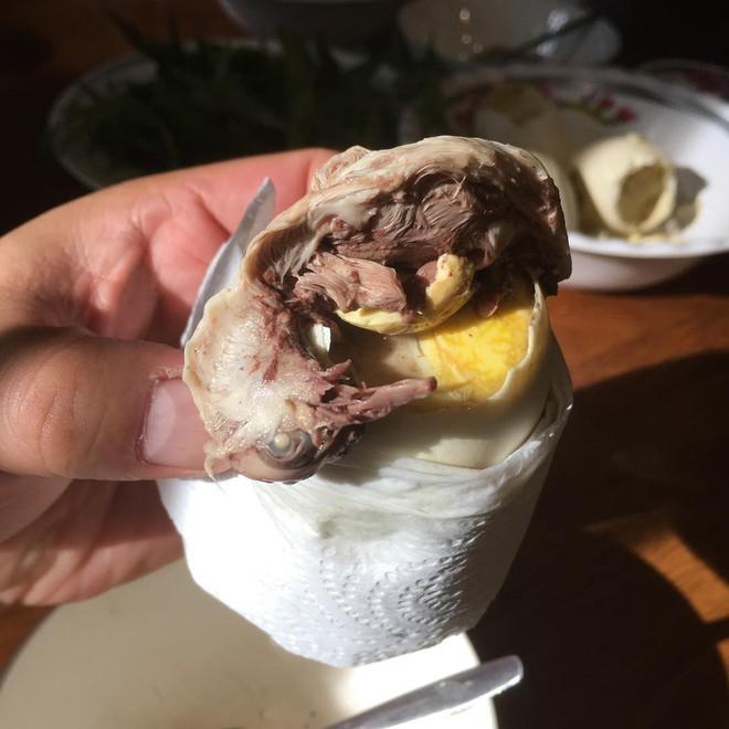 5 món trứng nghe đồn là rất ngon, nhưng muốn ăn cần chuẩn bị thật nhiều can đảm - Ảnh 1.