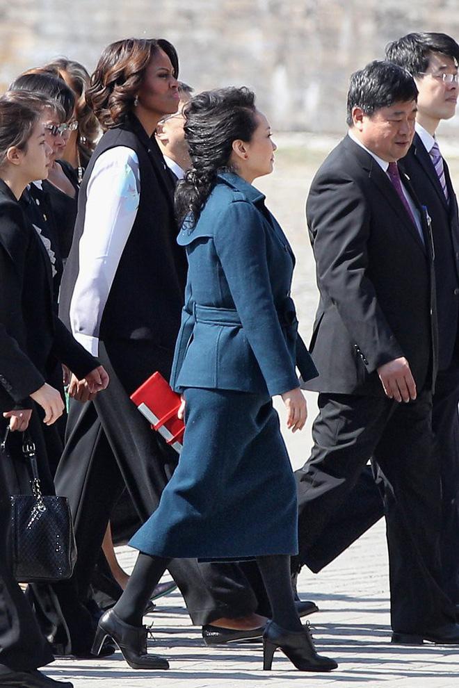 Phong cách thời trang của Phu nhân Trung Hoa cũng tinh tế, thanh lịch chẳng kém bất kỳ nhân vật Hoàng gia nào - Ảnh 17.