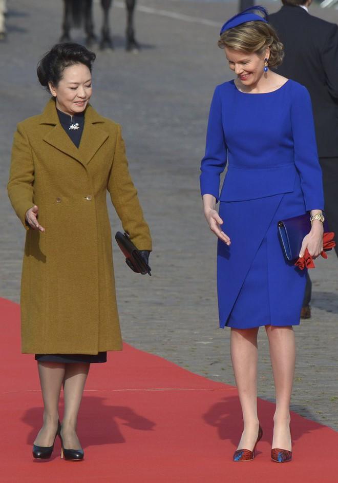 Phong cách thời trang của Phu nhân Trung Hoa cũng tinh tế, thanh lịch chẳng kém bất kỳ nhân vật Hoàng gia nào - Ảnh 18.