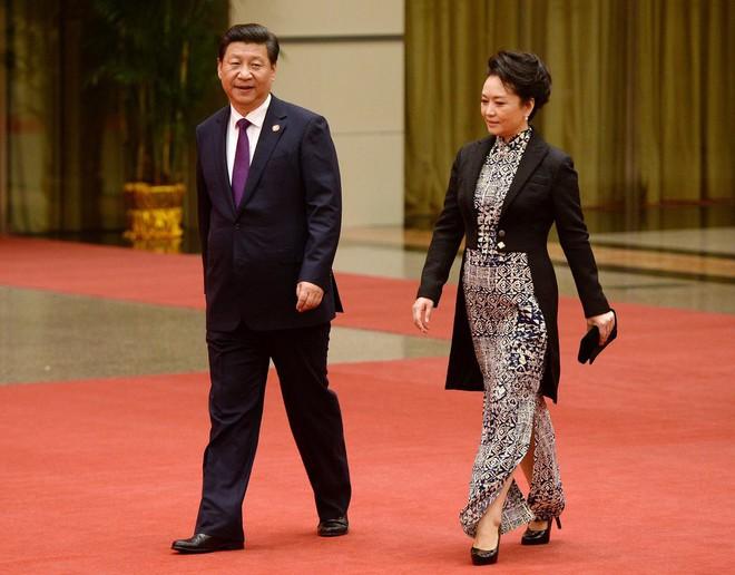 Phong cách thời trang của Phu nhân Trung Hoa cũng tinh tế, thanh lịch chẳng kém bất kỳ nhân vật Hoàng gia nào - Ảnh 22.