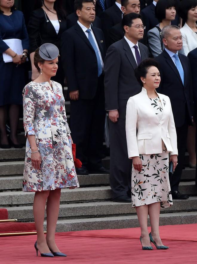Phong cách thời trang của Phu nhân Trung Hoa cũng tinh tế, thanh lịch chẳng kém bất kỳ nhân vật Hoàng gia nào - Ảnh 23.