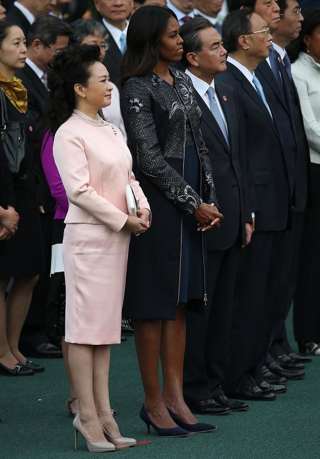 Phong cách thời trang của Phu nhân Trung Hoa cũng tinh tế, thanh lịch chẳng kém bất kỳ nhân vật Hoàng gia nào - Ảnh 24.