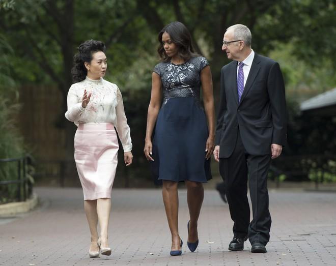 Phong cách thời trang của Phu nhân Trung Hoa cũng tinh tế, thanh lịch chẳng kém bất kỳ nhân vật Hoàng gia nào - Ảnh 25.