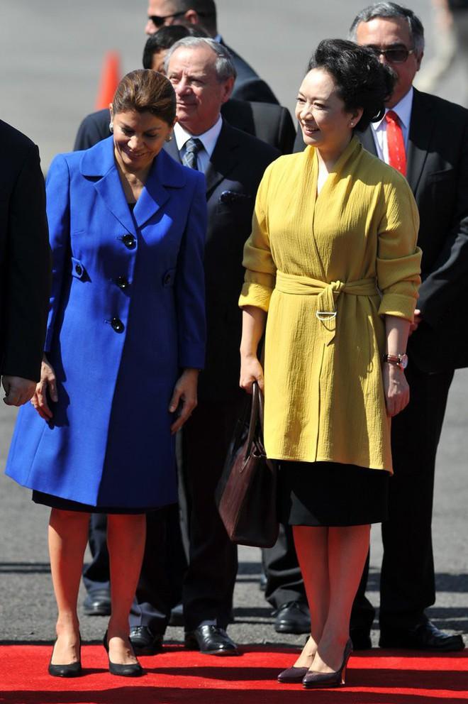 Phong cách thời trang của Phu nhân Trung Hoa cũng tinh tế, thanh lịch chẳng kém bất kỳ nhân vật Hoàng gia nào - Ảnh 6.