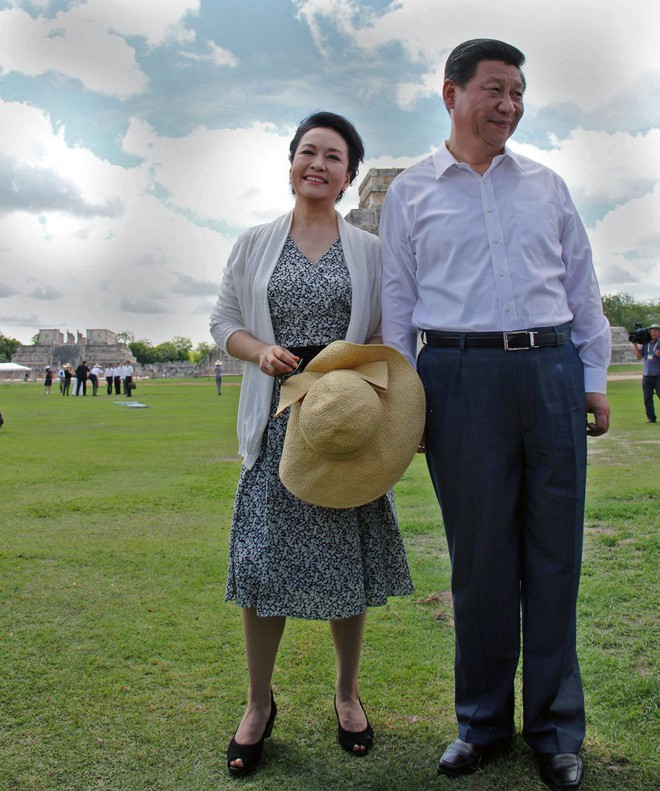 Phong cách thời trang của Phu nhân Trung Hoa cũng tinh tế, thanh lịch chẳng kém bất kỳ nhân vật Hoàng gia nào - Ảnh 8.