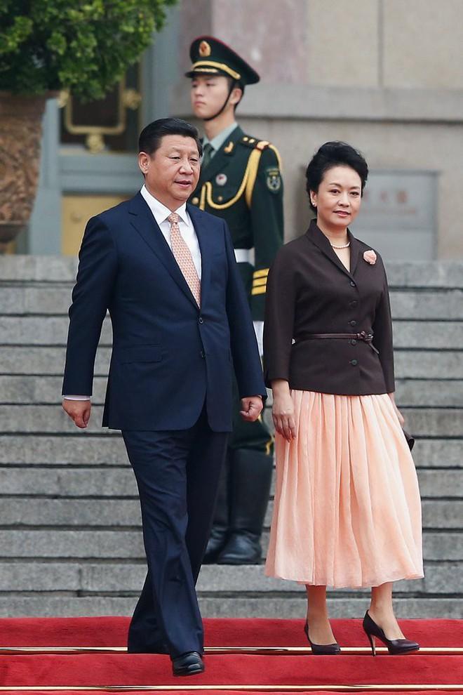 Phong cách thời trang của Phu nhân Trung Hoa cũng tinh tế, thanh lịch chẳng kém bất kỳ nhân vật Hoàng gia nào - Ảnh 9.
