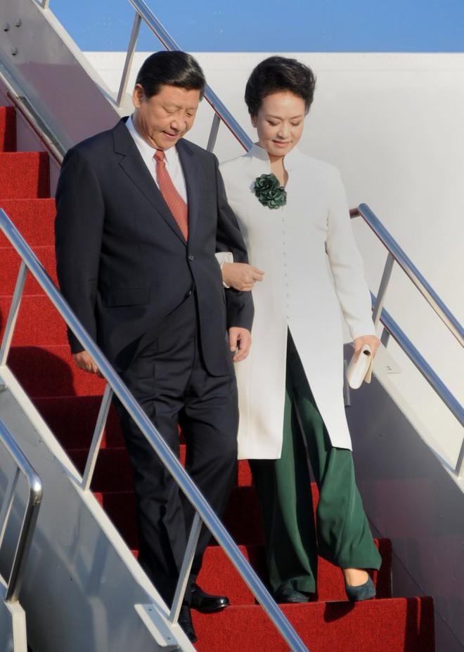 Phong cách thời trang của Phu nhân Trung Hoa cũng tinh tế, thanh lịch chẳng kém bất kỳ nhân vật Hoàng gia nào - Ảnh 10.