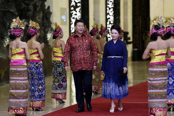 Phong cách thời trang của Phu nhân Trung Hoa cũng tinh tế, thanh lịch chẳng kém bất kỳ nhân vật Hoàng gia nào - Ảnh 11.