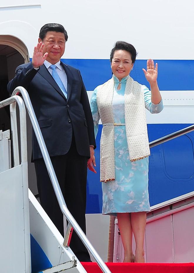 Phong cách thời trang của Phu nhân Trung Hoa cũng tinh tế, thanh lịch chẳng kém bất kỳ nhân vật Hoàng gia nào - Ảnh 14.