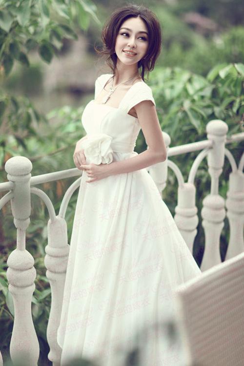 Các nguyên tắc cần nhớ trước khi chọn váy cưới bạn đa biết chưa? 93vaycuoiaf-8_b530b