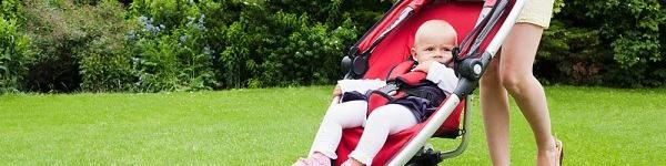 Trẻ có nguy cơ bẹt đầu vì ngồi xe đẩy