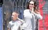 Angelina Jolie thả rông ngực khi đi mua sắm cùng con trai út