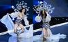 Victoria's Secret Fashion Show 2017: Ming Xi bất ngờ ngã