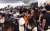 H&M Việt Nam đã chính thức mở cửa: Đông tới nỗi bên ngoài kẹt cứng, bên trong loạn lạc