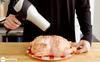Không ai hiểu vì sao người phụ nữ này luôn thổi máy sấy vào gà trước khi nướng, ăn xong mới ngỡ ngàng khen cô đảm đang