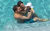 Ông bố kình ngư huyền thoại hạnh phúc bên con trai 3 tháng tuổi trong ngày đầu tiên giải nghệ