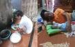 Không ở đâu bằng ở nhà: Con gái sinh mổ về ngoại ở cữ, bố dậy từ 4 giờ đun nước, nấu cơm